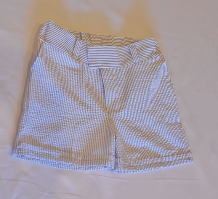 Gray and white or Navy and white stripe boys seersucker shorts with cuffed hem. Boy's seersucker shorts in sizes 2T, 3T, 4, 5, 6, and 7 by CuppyCakeClothing on Etsy