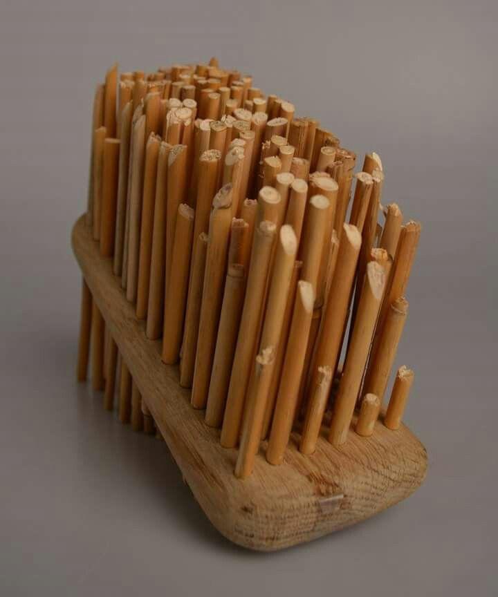 Schilf - stojánek na tužky (dubový masiv a rákosí)