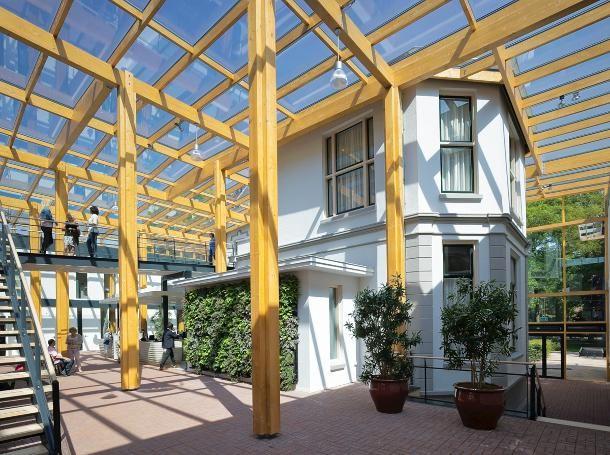 Gemeentehuis Brummen:Thomas Rau: compleet demontabele gebouw gebruikt 93 procent minder energie dan het oude gemeentehuis, maar heeft geen duurzaamheidslabel. http://www.dearchitect.nl/nieuws/2013/09/19/gemeentehuis-brummen-wint-award-duurzame-architectuur-2013/award-duurzame-architectuur-2013-gemeentehuis-brummen-rau-architects.html
