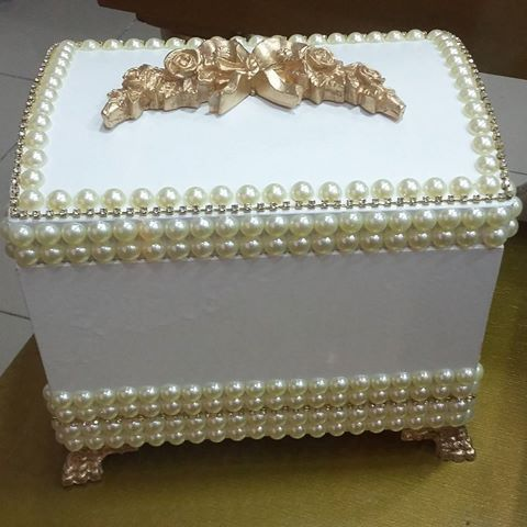Baú de pérolas exclusivo do Ateliê D'Luxo.  #bau #perolas #portajoias #caixa…