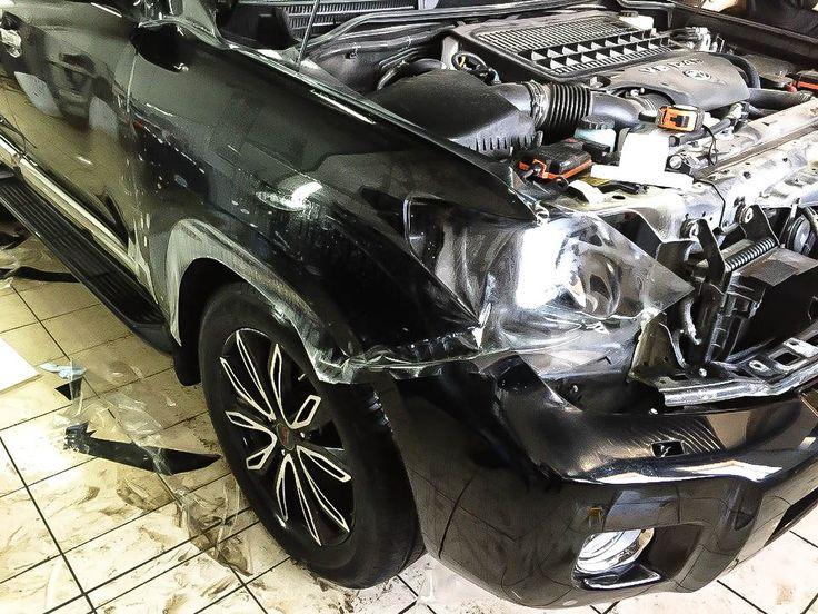 Оклейка защитной плёнкой Suntek передней части автомобиля Toyota. Крылья , капот, передний бампер, стойки, фары. Надежная защита авто от сколов и реагентов. http://www.chescar.ru/
