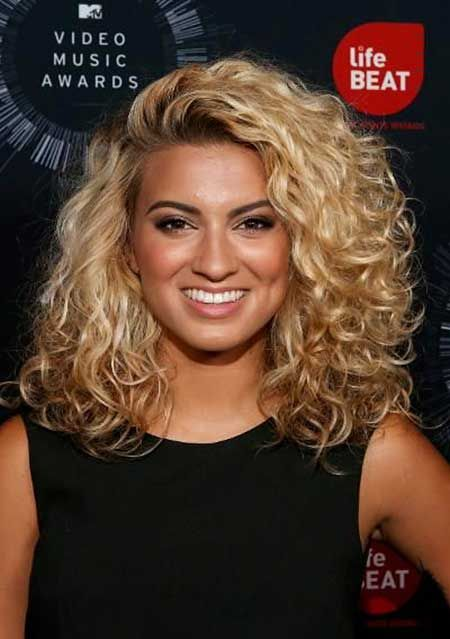 20 Nice Curly Hairstyles for Medium Hair