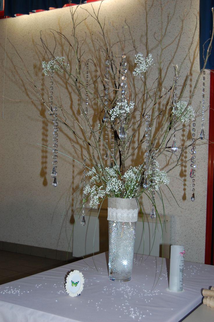 Vases posés à chaque extrémités de la table d'honneur