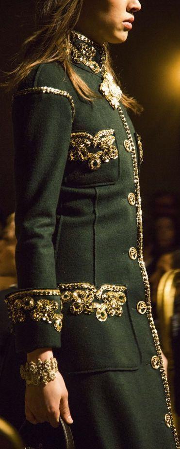 Chanel Fashion show details Besuche unseren Shop, wenn es nicht unbedingt Chanel sein muss…. ;-) – Annette Osterfeld