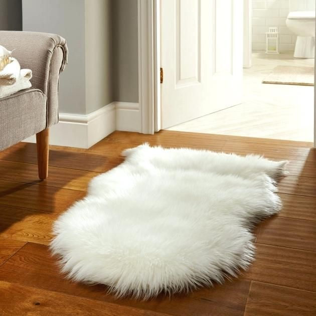 Pin By Brittany Van Hooser On For The Home White Fur Rug Faux