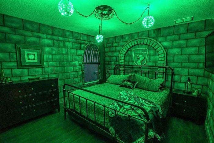 Wizards Way Une Maison Harry Potter Sur Airbnb 2tout2rien Harry Potter Bedroom Decor Hogwarts Bedroom Harry Potter Room Decor