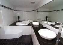 Victoria Square Apartments - Main En Suite bathroom with Spa Bath - Broadbeach Holiday Accommodation