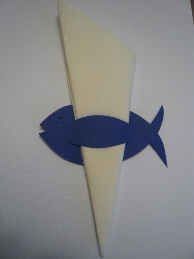 10 Servietten Fischlein verschönern die Tischdekoration an der Taufe, Kommunion oder dem Geburtstag.  Die Servietten sind NICHT enthalten.     Du benötigst mehr Fischchen ? Kein Problem....