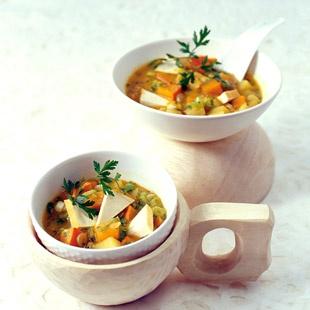 Gelbe Schälerbsen. Geräucherter Tofu. Kürbis. Suppe.