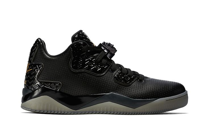 "A First Look at the Jordan Brand Spike 40 ""Triple Black"""