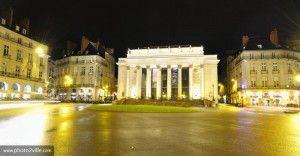 Place Graslin - Nantes tenait une place centrale au sein de la capitale bretonne au Moyen Âge et regorge de monuments historiques et de rues emblématiques. Le centre de la ville est un mélange ou s'articule l'ancien quartier médiéval de Bouffay, le quartier moderne et le quartier de la Renaissance de Graslin. - Retrouvez toutes les offres de location vacances Dreamarent de la région sur http://www.dreamarent.com/location-vacances/pays-de-loire/19