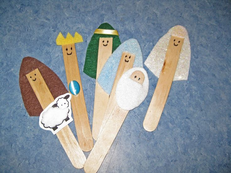 Adorable Nativity Craft Stick Characters. This would be awesome to have the kids act out the story with Christmas Eve while Daddy reads out loud.