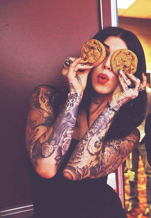 how can you not love kat von D for so many reasons , she just does her own thing :):