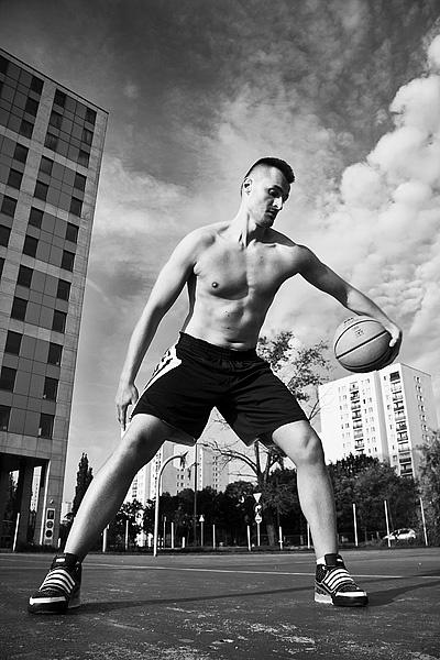 model: Tomasz Smol photo / retouch: Marek Korlak  #photography #lifestyle #player #basketball #street #city #pole #ball #black & white