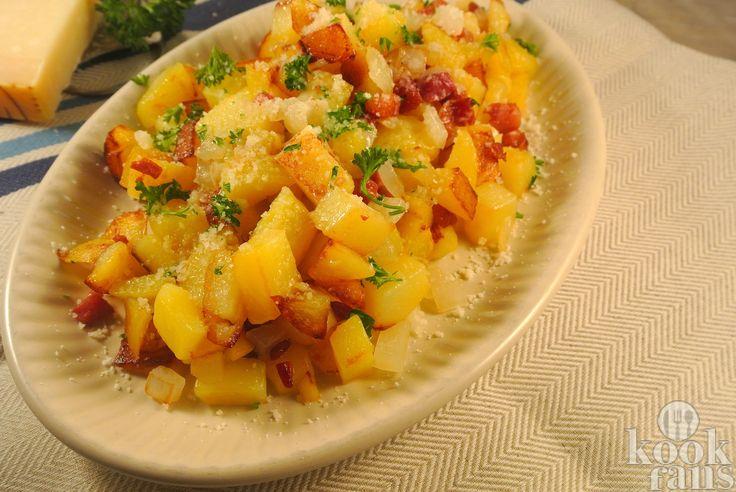 Dit moet je proeven: bacon-kaas aardappels! Je hebt er maar 1 pan en 4 ingrediënten voor nodig!