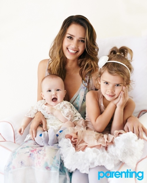 Jessica Alba and her daughters