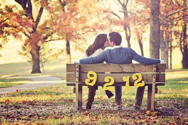 Autumn is a romantic time to shoot engagement photos. A popular trend is going casual and setting an atmosphere that captures your love in this sweet, cozy season. With a splash of imagination and flare, you will find the beautiful autumn colors perfect for a natural, stylish, and intimate shoot. Here are some beautiful ideas …