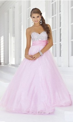 love this pink dress!!! <3