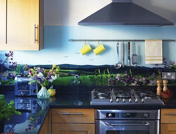 Glass splashbacks for kitchens - no throwing pots at me!