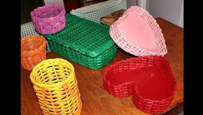 cestaria de jornal diversa