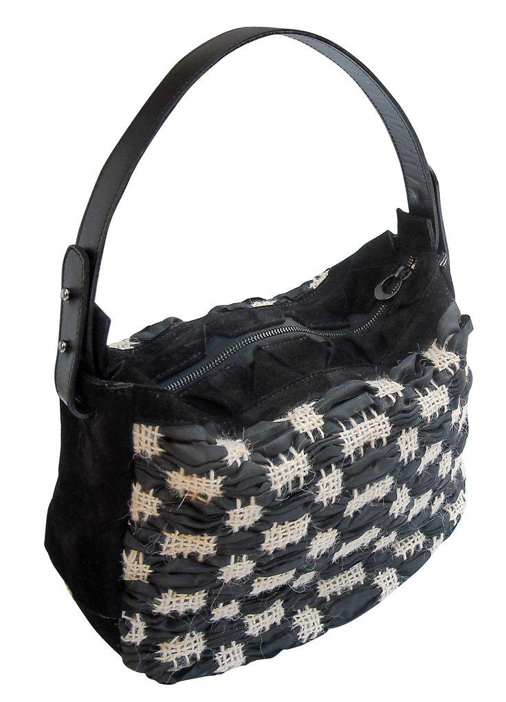 Musa bag in handwoven fabric primitivo black. leather handle
