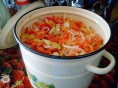 """Салат на зиму """"Остряк"""". - ВКУСНОТИЩА НЕОБЫКНОВЕННАЯ!!! ОБЯЗАТЕЛЬНО сохраняйте СЕБЕ такое СОКРОВИЩЕ Болгарский перец – 1 кг., + зрелые помидоры – 3 кг., + репчатый лук – 1 кг., + морковь – 1 кг., + сахар – 6 ст. ложек с горкой, + растительное масло – 300 гр., + уксус 6% – 6 ст. ложек, + соль – 6 ст. ложек без горки. Рецепт приготовления салата на зиму """"Остряк"""": Овощи хорошо промыть и обсушить. Помидоры нарезать ломтиками, лук – полукольцами. Сладкий перец и морковь нарезать…"""