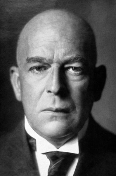 Oswald Spengler (1880-1936): author of the influencial 'the decline of the west'.