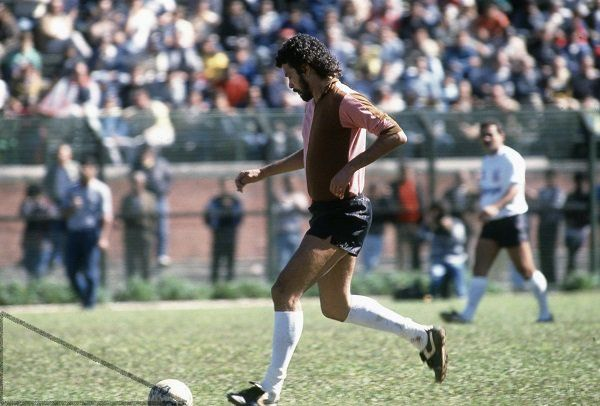 Socrates in the Chocolate & Pink of Corinthian Casuals v Corinthians (Rivelino in the background), Sao Paulo, 5 June 1988.