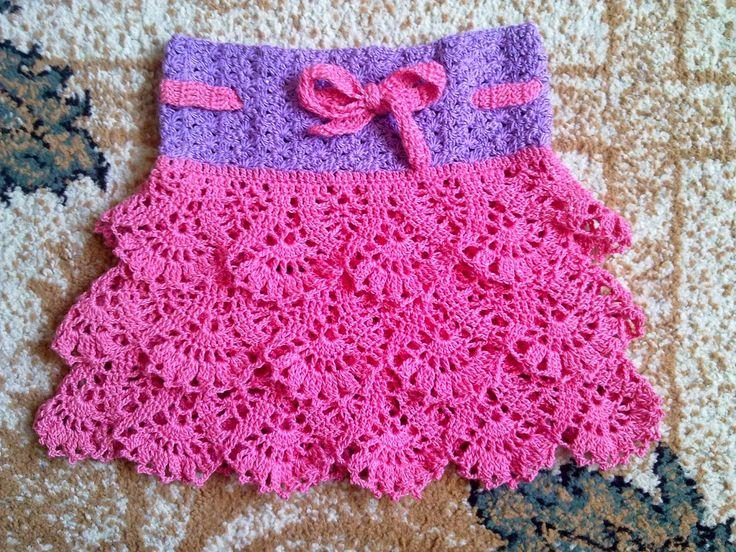 Hainute copii tricotate si crosetate la comanda: Fustita crosetata