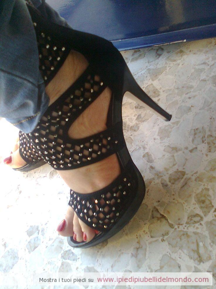 http://ipiedipiubellidelmondo.com/da-bari-fabry/ #scarpetacco #fetish #feet #smaltodonna