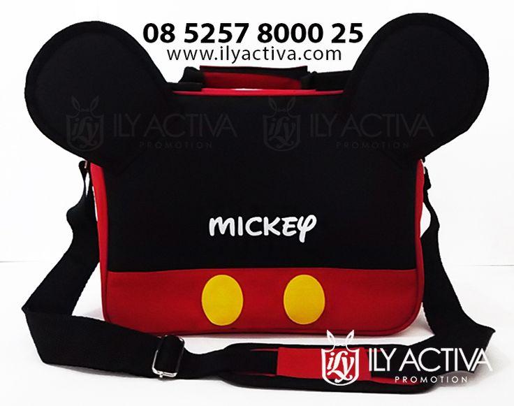 Mickey Mouse Special Edition. Uk 20x28x13.5cm. Bahan Dinier Soft, spons dalaman, furing nilon (tahan air). Bantalan bahu. Harga Rp 90.000,-/pc. LAST 2 STOCKS!!. * Harga di luar ongkir. Pengiriman via TIKI/JNE kecuali wilayah Surabaya.