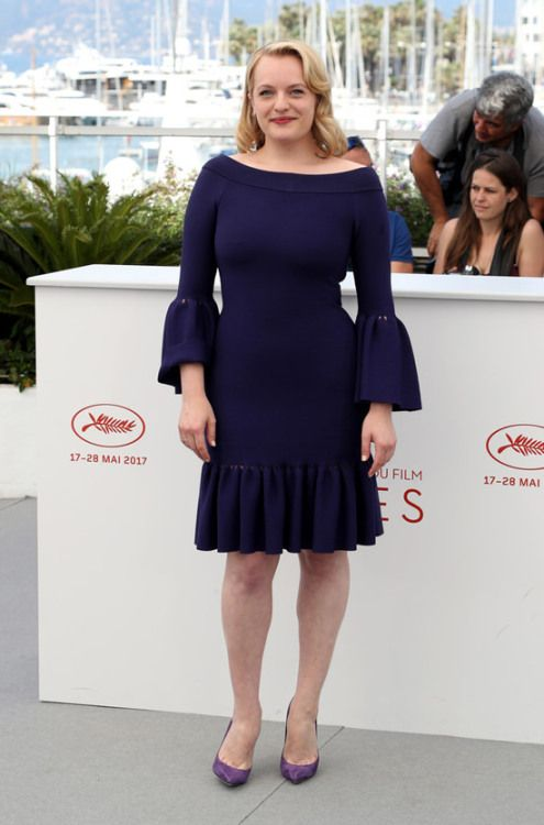 Elisabeth Moss at Cannes Film Festival 2017 : It's a very simple dress by Azzedine Alaia but Elisabeth made it work really nicely. Not sure about those shoes, but apart from that, the ensemble is very sweet and pretty!