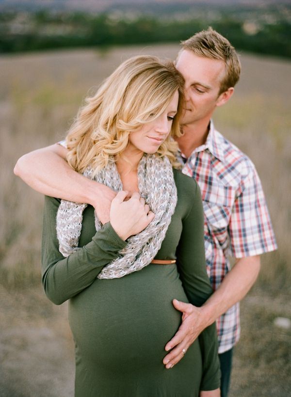Love this idea for a sweet pregnancy photo. From acresofhopephotography.com