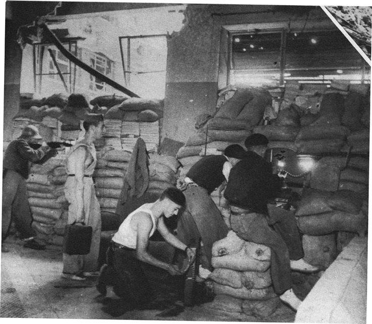 Frente de Filosofía y Letras en la Ciudad Universitaria. Parapetos formados con sacos y libros de la Biblioteca. Le Patriote Illustré, 7 de noviembre de 1937.