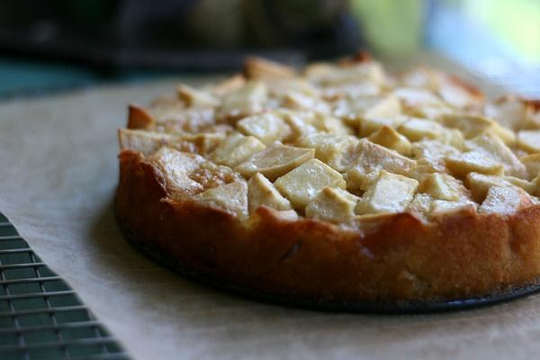 Marie-Helene's Apple Cake
