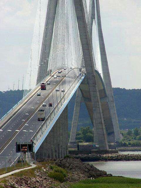 Puente de Normandía, Francia, sobre el río Sena