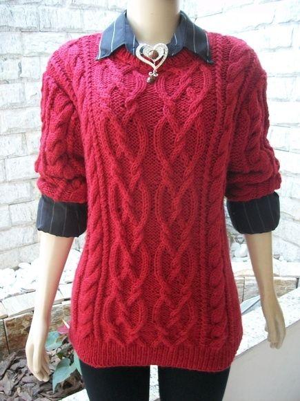 Blusa em tricô , com lindas tranças, confeccionada com a lã de excelente…