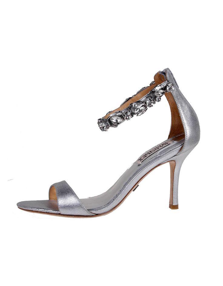 Wedding day inspiration from Kleinfeld Canada: Badgley Mischka shoes, Clark Silver