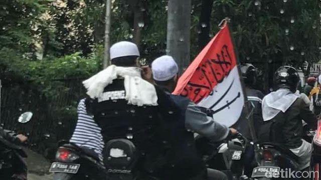 Ini Motif Nurul Bawa Bendera RI Bertuliskan Arab di Demo FPI