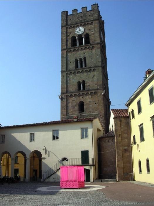 Baldacchino, Altopascio (Toscane) 25 - 29 juillet 2007,  bois, coquilles, tulle, paille, peinture acrylique.