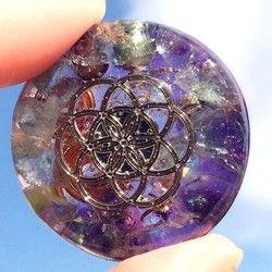 サイズ 色紙ミニサイズ 12×13.5センチ額縁は付きません。 《額縁希望の方は別途ご相談 宇宙、曼荼羅、神聖幾何学模様です エネルギーを活性化、変容をサポート する生命の根源を表した神聖幾何学模様 自然界にもごく普通に存在する黄金比その神秘的な存在と引き込まれる美しさに私は虜になりました2次元の上に多次元を表現しました描画です スワロフスキーを貼りつけてあります実物はミニチュア色紙サイズで可愛らしいです~失われた魂のカケラタチを集めて、 両手のひらでは抱えきれないほどの 光を集めて 無限に広がるLayer Of Dimension 008~