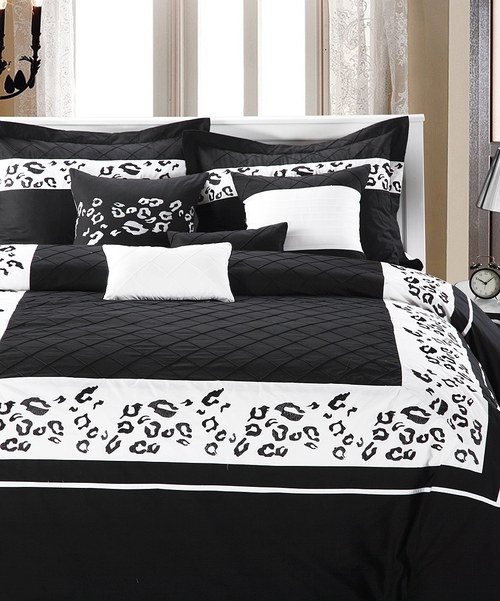 17 best images about bedroom ideas on pinterest black for Animal bedroom ideas