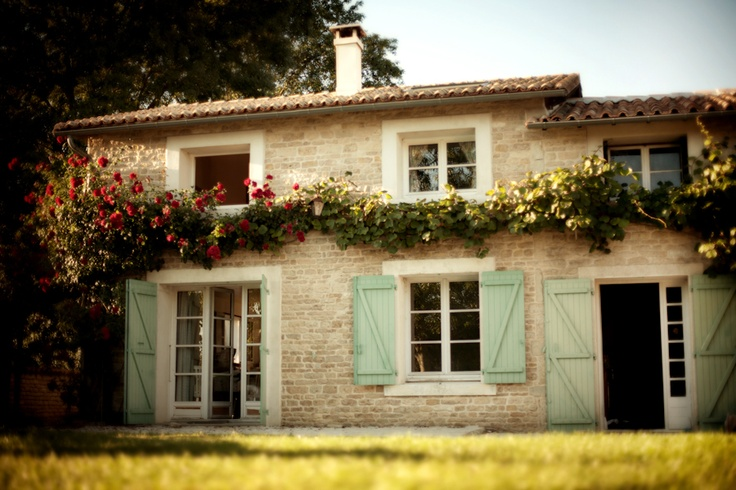 Small country house in france places to go pinterest for Small french country homes