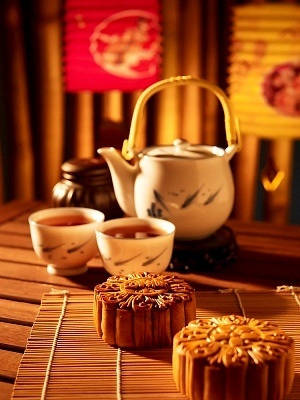 Chinese moon cakes with tea [more at pinterest.com/eventsbygab]