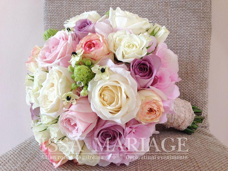 buchet mireasa din trandafiri roz pal si hortesia