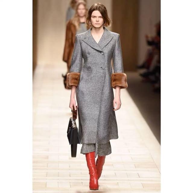 @Fendi dualism on Fall-Winter 2017 show. / Мужской твид и прозрачный шифон норка и каракульча гигантские сумки и красные ботфорты - римская классика для миллениалов.  via VOGUE RUSSIA MAGAZINE OFFICIAL INSTAGRAM - Fashion Campaigns  Haute Couture  Advertising  Editorial Photography  Magazine Cover Designs  Supermodels  Runway Models