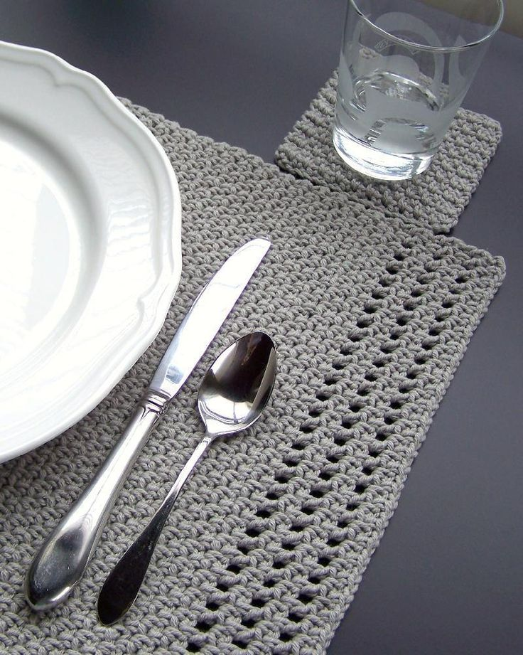 Simple yet elegant -- crochet these placemats and coasters to make your table…