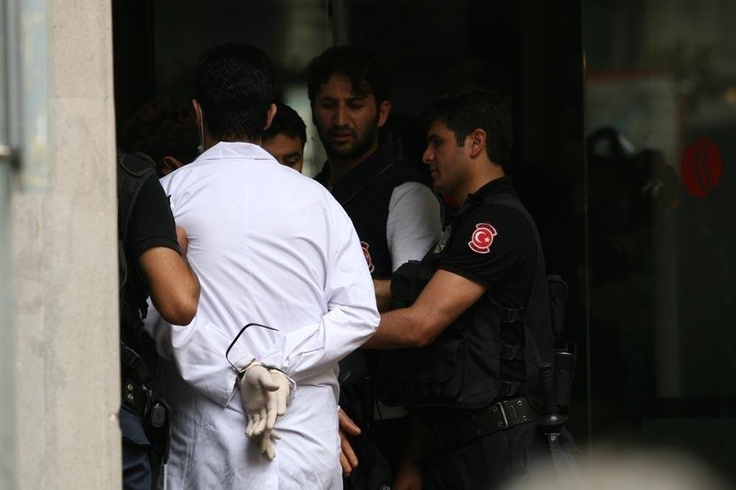 Police is detaining doctors who helps injured activist..-Support TURKS for democracy- #occupygezi #direngeziparkı #direngezi #wearegezi #occupytaksim #occupyturkey #chapulling #turkey