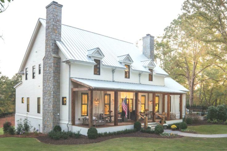 A Delightful Modern Farmhouse With Southern Charm In Georgia Farmhouse Modern Farmhouse Exterior Farmhouse Exterior House Exterior