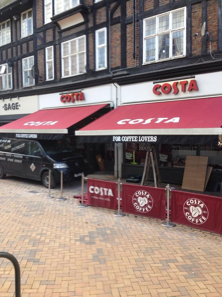 Costa Coffee Bromley have had two nice new recovers for their canopies!  Supplied & installed by Shades of Comfort Ltd